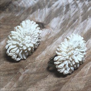 Vintage Resin Ivory color Clip-on earrings 1032E